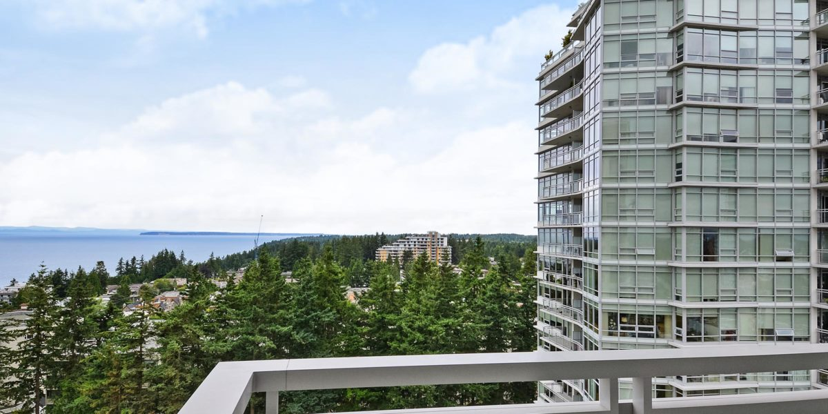 OCEAN VIEW – 1 BED + DEN / 1 BATH CONDO