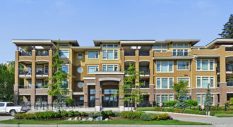 Beautiful South Surrey 2 bed and den top floor Condo